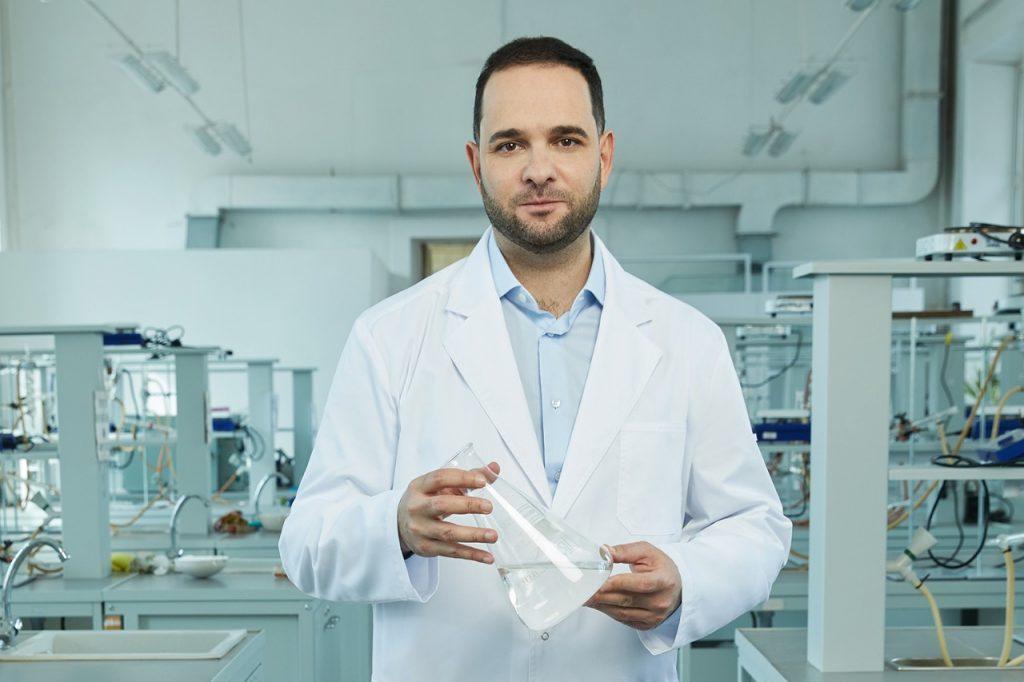 Новое лекарство от коронавируса обеспечит РФ достижение целей стратегии «Фарма 2030» — ректор РХТУ Мажуга
