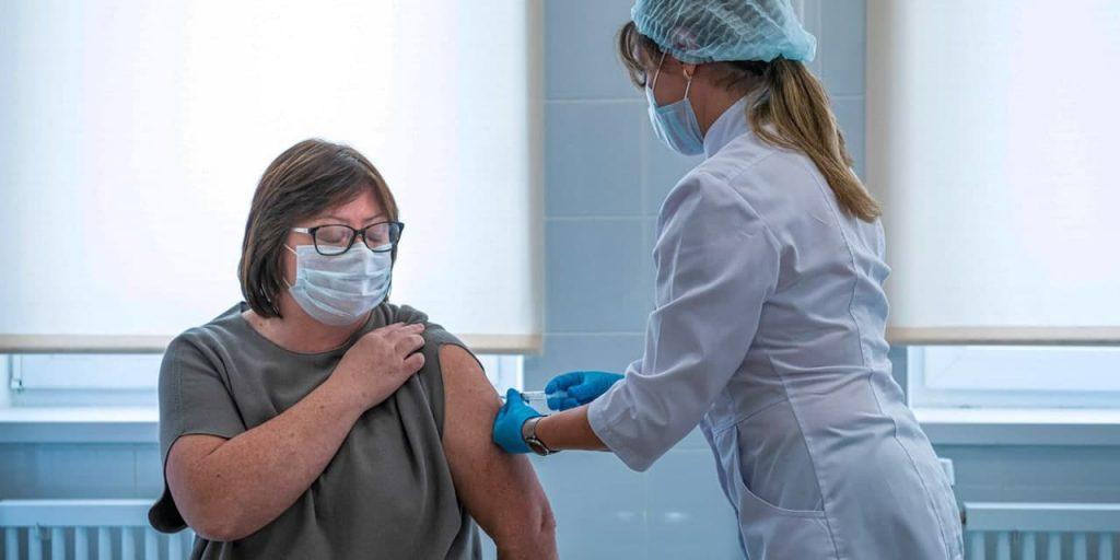 Юристы подтвердили законность решения об обязательной вакцинации в Москве